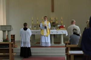 Isa Ivo Valga katoliku kirikus Missat pühitsemas