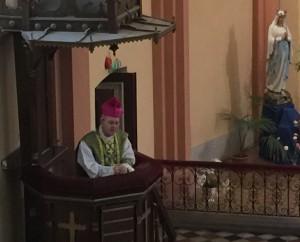 piiskop-athanasius-schneider-tartu-katoliku-kirikus-jutlust-pidamas-2