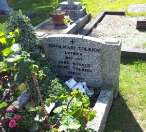tolkiens_grave_wolvercote_cemetery